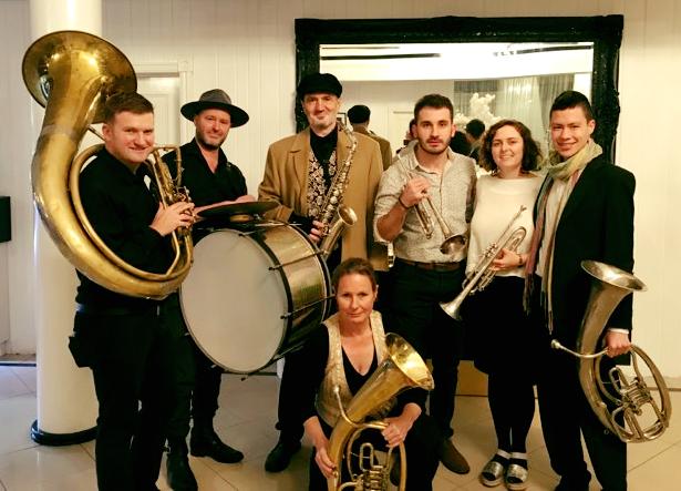 Jedini australijski trubački orkestar Opa Bato na Saboru trubača u Guči!